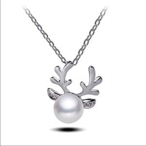 Jewelry - 🆕 Pearl Reindeer Pendant Necklace 💗🦌